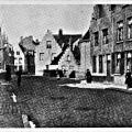 Wulfhagestraat richting Sleutelbrug 1900 links poort brouwerij