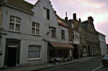 Gevelrij Langestraat met de vroegere toegangspoort van De Zon